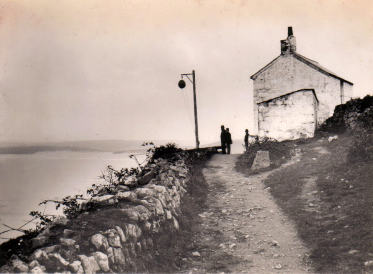 Huers Hut old picture